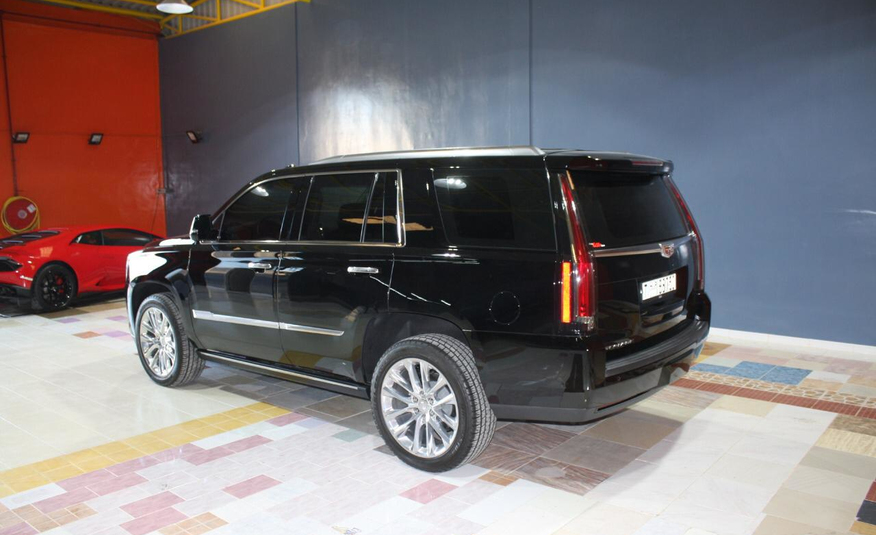 Cadillac Escalade in Dubai (photo 3)