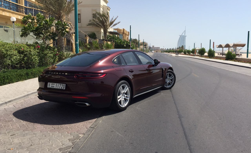 Porsche Panamera 4S in Dubai (photo 2)